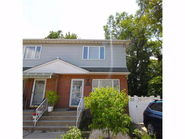 3 BR,  2.00 BTH  Single family style home in Dongan Hills-above Hylan